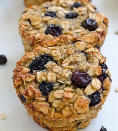 baked-blueberry-banana-oatmeal-cups-03